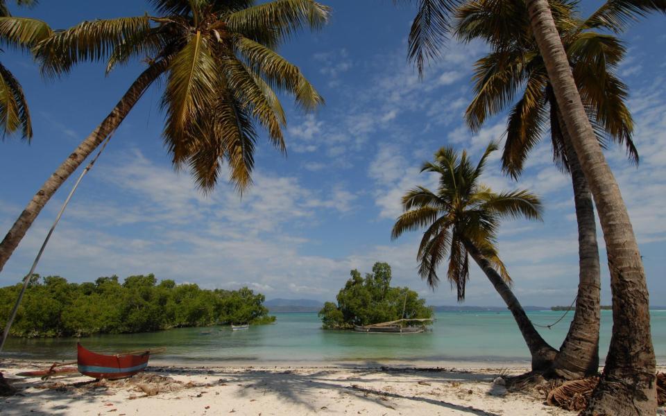L'île resplendissante de la côte ouest à la côte est